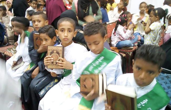 مصر: تكريم 200 طفل من حفظة القُرآن الكريم بمحافظة أسوان المصرية ..