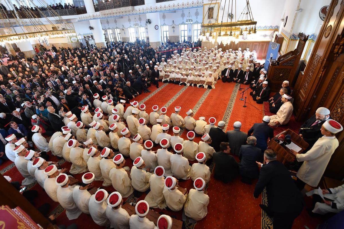 تركيا.. رئاسة الشؤون الدينية تحتفل بتخريج 210 من حُفاظ القرآن الكريم ..